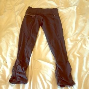 Lululemon Cropped Leggings Zippered Pockets Size 4